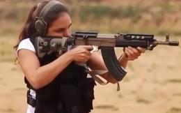 Video: Súng AK cải tiến nhả đạn xối xả trong tay mỹ nhân Israel
