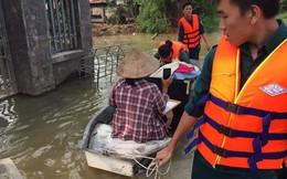 Thủy điện tăng cường xả lũ, hàng trăm ngôi nhà ngập trong biển nước