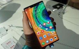 """Chuyên gia """"đại phẫu"""" 2 mẫu điện thoại cao cấp của Huawei"""
