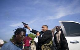 Nghị sĩ quốc hội rút súng bắn người biểu tình