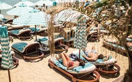 Đảo Mykonos - Thiên đường đốt tiền của giới siêu giàu: 'Sương sương' thuê lều nhỏ trên bãi biển thôi cũng ngốn hơn 100 triệu đồng