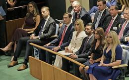 Gia đình Tổng thống Mỹ xuất hiện đông đủ bên nhau, hai con gái lộ gương mặt khó chịu còn nàng dâu tương lai thì bị chê ăn mặc phản cảm