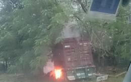 Lái xe chết cháy trong cabin sau va chạm tại QL5 đoạn qua Hải Dương