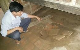 Bảo vệ đào trộm hậu cung đền thờ Đức thánh tìm cổ vật