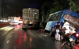 Xe khách tông vào vách đèo Bảo Lộc, hàng chục người hoảng loạn