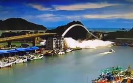 Kinh hoàng giây phút cây cầu Đài Loan bất thình lình sập xuống