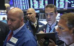 Số liệu sản xuất của Mỹ yếu nhất trong 10 năm, Dow Jones bất ngờ rớt gần 350 điểm