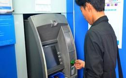 Bất ngờ giảm phí ATM, chuyển tiền nhanh...