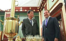 Tổng thống Philippines bị chỉ trích ăn mặc xộc xệch khi đến Nga