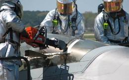 """[ẢNH] Khi siêu tiêm kích tàng hình F-22 bất ngờ biến thành """"buồng giam"""" nhốt phi công Mỹ"""