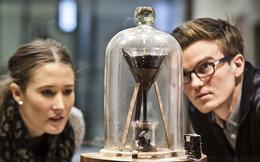 Thí nghiệm chứng minh nhựa đường là chất lỏng đã kéo dài từ năm 1927 đến bây giờ mà vẫn chưa xong