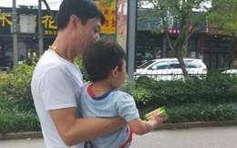 Kẻ bắt cóc gần như thành công khi ôm đứa trẻ 3 tuổi ra khỏi nhà, nhưng cậu bé thông minh nói 1 câu tự cứu được mình