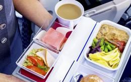 Tại sao ăn trên máy bay lại không ngon miệng bằng khi ăn dưới mặt đất?