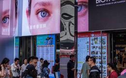 Dân Trung Quốc siết hầu bao, thế giới lao đao