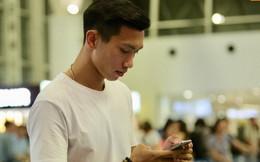 Văn Hậu gặp trục trặc khi bay về hội quân cùng ĐT Việt Nam đấu Malaysia, vẫn lạc quan dù phải nghỉ tại buồng ngủ 2m