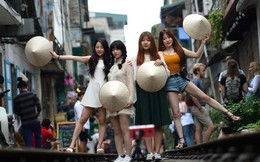 Báo nước ngoài đưa tin phố cà phê đường tàu Phùng Hưng bị 'xoá sổ'