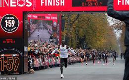 Eliud Kipchoge chinh phục giấc mơ của nhân loại, chạy marathon dưới 2 giờ