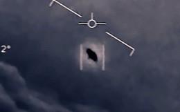"""Cựu phi công Hải quân Mỹ tiết lộ về """"UFO trồi lên từ dưới biển"""""""