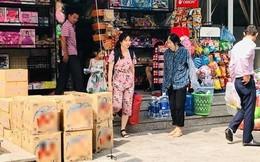 Nước máy bốc mùi ở Hà Nội: Dân sợ độc, đổ xô mua nước bình
