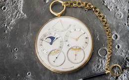 Trước khi qua đời, người cha giao cho con gái chiếc đồng hồ cũ: Bên trong chứa đựng một gia tài khổng lồ