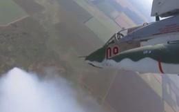 """Video: """"Xe tăng bay"""" Su-25SM3 diễn tập thâm nhập, tấn công kẻ thù"""