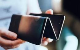 Ảnh thực tế smartphone màn hình gập làm 3 dị nhất hiện nay
