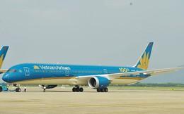 Máy bay Vietnam Airlines bị chảy dầu lênh láng tại sân bay Tân Sơn Nhất