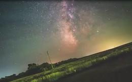 Video ghi lại thay đổi của bầu trời đêm do sự quay của Trái Đất