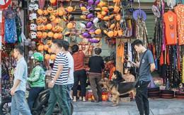 Chùm ảnh: Phố Hàng Mã tràn ngập sắc màu ma quỷ trước ngày lễ Halloween