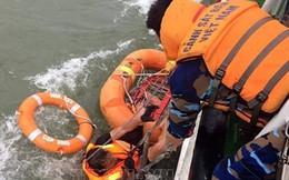 Bảy giờ vật lộn mưa bão cứu 12 thủy thủ chìm tàu