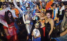 """Giới trẻ Sài Gòn hóa """"ma quỷ"""" dạo phố dịp lễ hội Halloween"""