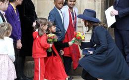 Một loạt dấu hiệu 'phản chủ' cho thấy Công nương Kate có thể đã nhờ người mang thai hộ trong 3 lần sinh nở