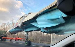 Kinh ngạc khi máy bay ném bom tiền tuyến Su-34... chạy trên đường cao tốc