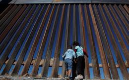 Bức tường biên giới bất khả chiến bại của ông Donald Trump thua chiếc cưa 100 USD