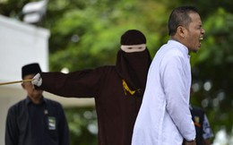 'Tòm tem' phụ nữ có chồng, quan chức Indonesia bị phạt roi