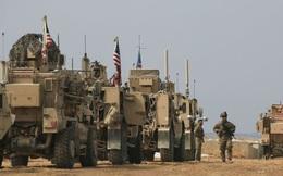 """Vũ khí Mỹ """"lùi lũi"""" rút khỏi Syria, 900 binh sĩ nghi ở lại giữ mỏ dầu"""