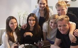 Có bố là đầu bếp triệu phú nhưng các con của Gordon Ramsay vẫn phải ngồi máy bay hạng thường, không bao giờ được vào nhà hàng sang trọng
