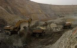 Xe chở công nhân khai thác vàng bị phục kích, gần 100 người thương vong