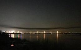 Chủ tịch Hà Nội nói gì về dải khói đen lạ trên cầu Nhật Tân?