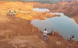 Trượt chân xuống hố khai thác quặng, hai học sinh đuối nước tử vong