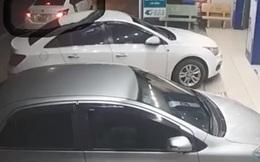 Clip: Nam thanh niên đi xe ô tô 4 chỗ vờ hỏi mua điện thoại rồi cướp 3 chiếc iPhone 7Plus