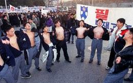 Chẳng phải bây giờ, sĩ tử Hàn Quốc của thập niên 90 đã phát sốt với kỳ thi Đại học như thế này đây