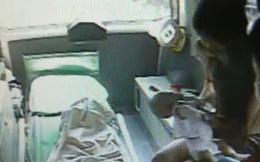 Mẹ đau đớn chứng kiến con gái 2 tháng tuổi qua đời, cảnh sát nghi ngờ nguyên nhân có liên quan đến anh trai 2 tuổi nằm kế bên