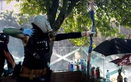Cảnh sát Hong Kong trúng tên của người biểu tình