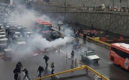 Bạo động bùng nổ do tăng giá xăng, Iran đe dọa Mỹ và các nước lân cận