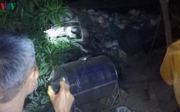 Xe tải bị lật khi đổ dốc, ít nhất 1 người thiệt mạng