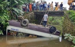 Kinh hoàng xe chở 7 người lao xuống suối, lật ngửa