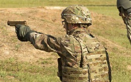 """Lính Mỹ thử nghiệm siêu súng ngắn """"bách phát bách trúng"""" M17"""