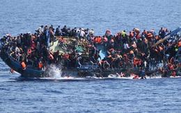 [VIDEO] Bi thảm cảnh 149 người di cư kêu gào cầu cứu giữa biển động