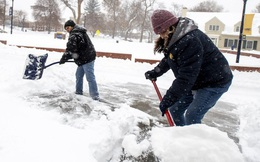 Mỹ oằn mình trước bão tuyết, bom lốc xoáy